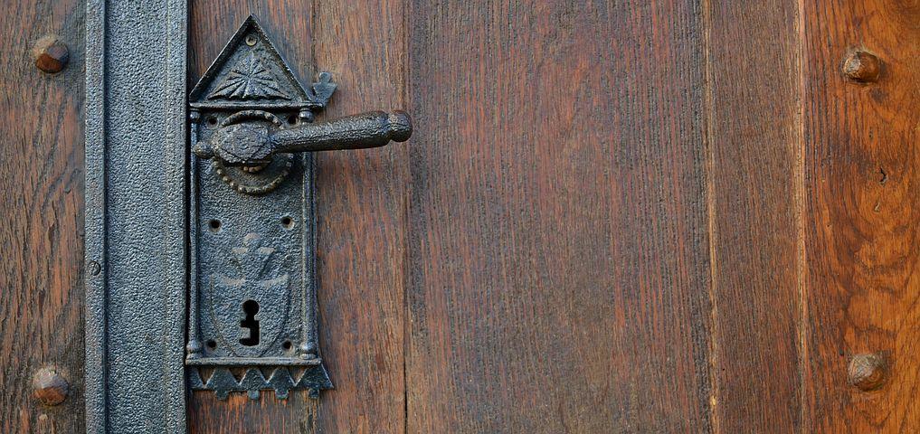 Comment isoler phoniquement une porte ?